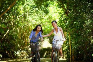 femmes vélos équilibre instable créativité